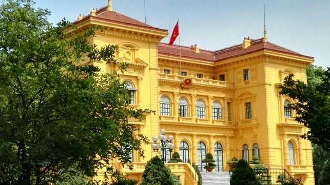 参观胡志明居住过的高脚屋,造型独特的独柱寺,和越南的政治中心