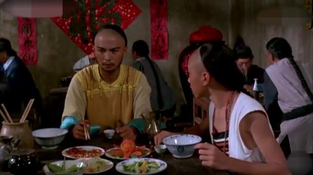 皇帝微服私访在吃饭,不料来一醉汉,口出狂言谩骂皇帝