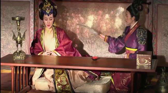 小公主不敢见大王,小芈月却喜欢大王嘴上抓毫毛,真是有差别