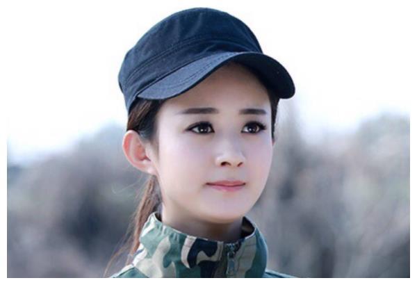 同样是军装照,赵丽颖最美,周冬雨帅气,迪丽热巴:抱歉让让!