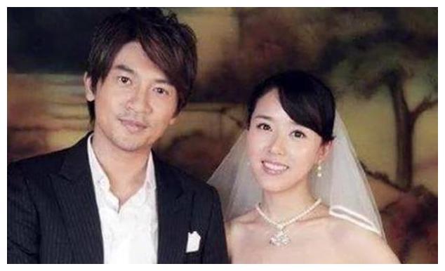 47岁苏有朋曝出小四岁老婆,结婚16年露出真容了,高颜值好气质