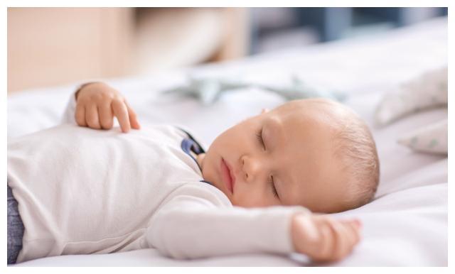 宝宝睡眠的4个误区,并非孩子不想睡觉,是你没给他睡觉的机会