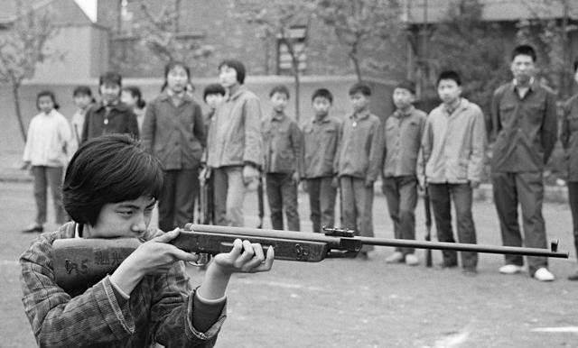 彩客网app官方:1970年7月中国老照片:图三 上交公粮现场 图九 向北大推荐的工农兵