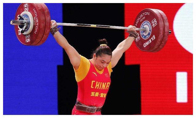 中国举重冠军邹春兰,退役后因没文化生活窘迫,现终身不孕很后悔