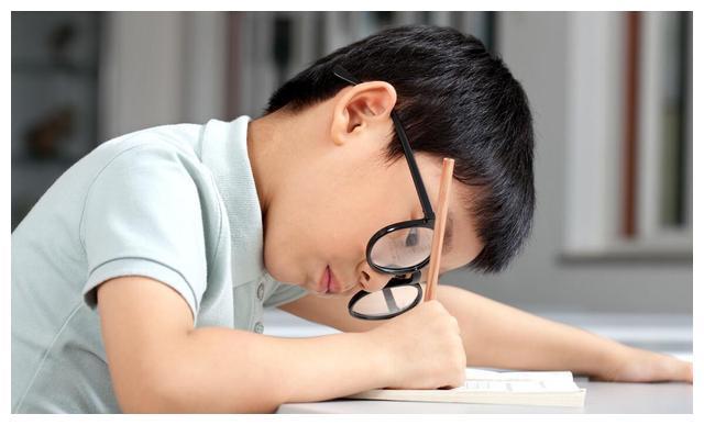 孩子做事和写作业太拖拉,打骂不起作用,请从育儿观念和方法改变