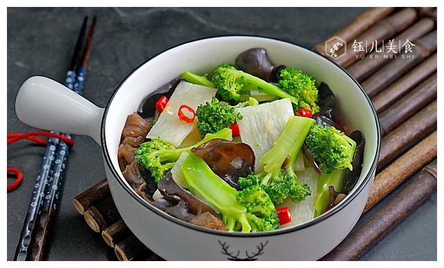秋季,想减肥来吃这菜,热量不高又营养美味,比水煮菜好吃多了