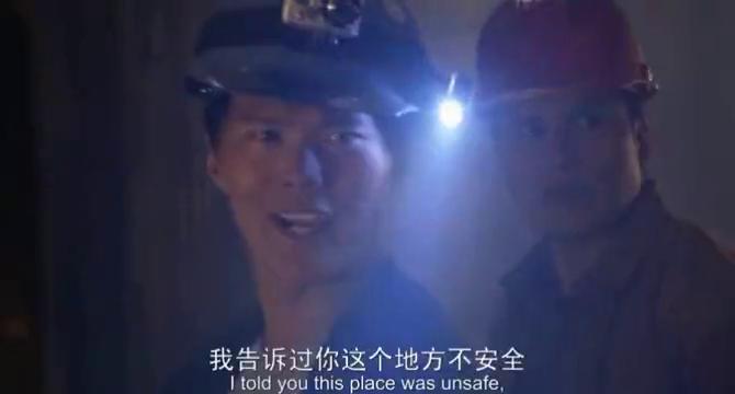 图书馆员:隧道里突然断电,男人倒地,众人都不知道发生了什么