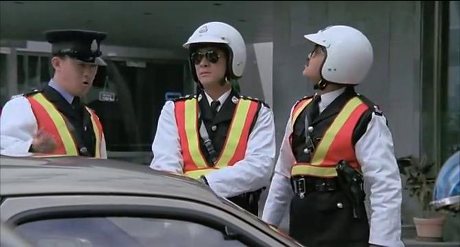 口出狂言让警官想开多少罚单开多少,这种人,算人吗?