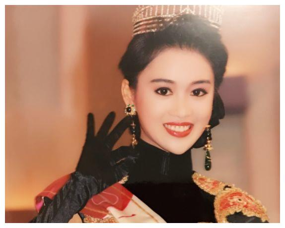 她21岁成香港小姐季军,红极一时嫁大6岁老公,今49岁过成这样!