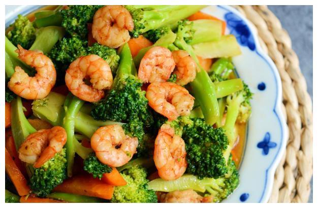 虾仁炒西兰花:颜色靓丽有食欲,味道清香,还有减肥的效果