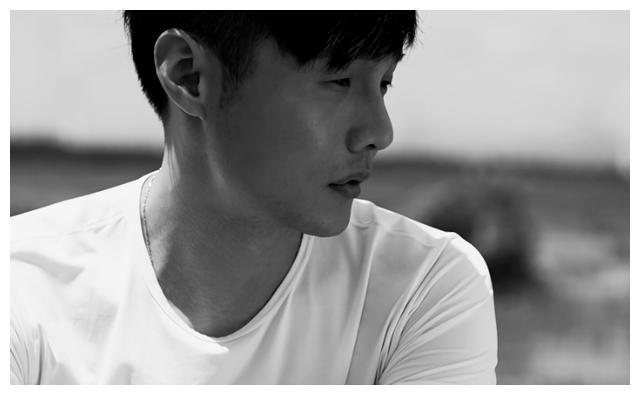 曾遇重车祸,沉淀9年成全能歌手,李荣浩:不让别人赚我一分钱!