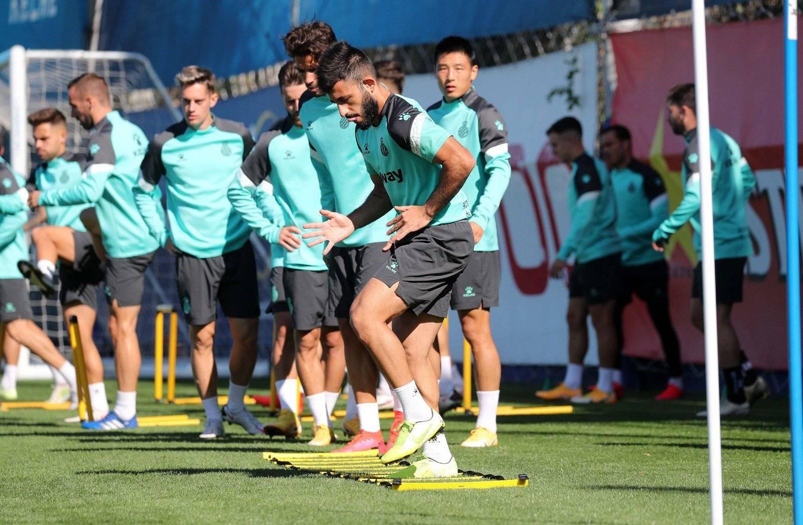 武磊领衔的西班牙人足球俱乐部球员积极训练备战接下来的西乙联赛