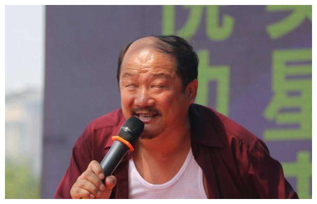 """谢广坤年轻照曝光,不是""""地中海式秃顶"""",网友:低配版黄晓明"""