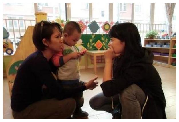 """孩子意外扯断老师""""金项链"""",宝妈的处理方式获赞:最高级的炫富"""