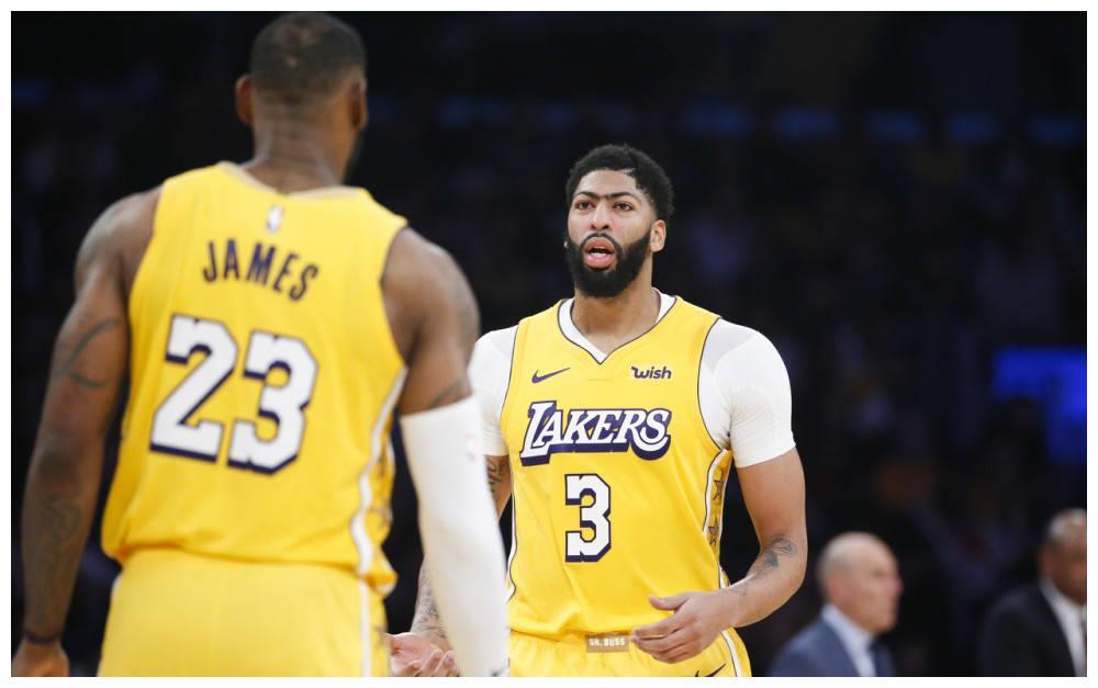 詹姆斯状态神勇,砍下31分8篮板7助攻的准三双数据
