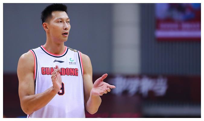 广东男篮签约屡遭阻碍,内线球员难寻觅,不妨另辟蹊径?