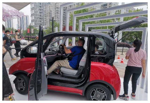 新宝骏又出了新车,有自动泊车+续航305km,用户:体验完就想订车