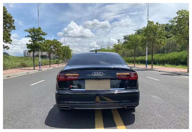 2019款奥迪A6售价20万,营造出较强的运动气息,商务家用都可以