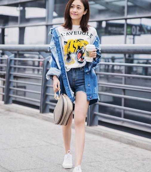 """初秋穿什么?今年开始流行""""长袖+短裤"""",舒适自在时髦吸睛"""
