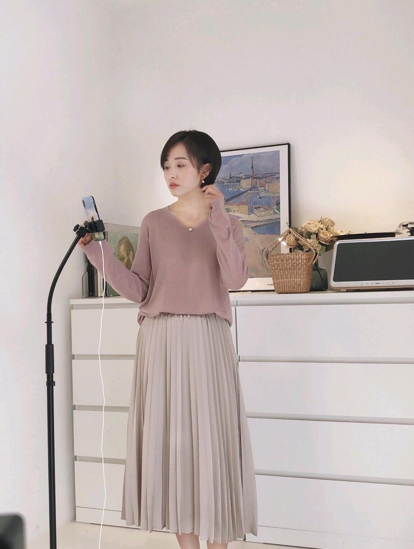 秋装穿搭不用太复杂,简约清爽的温柔穿搭,突出女性独特的魅力
