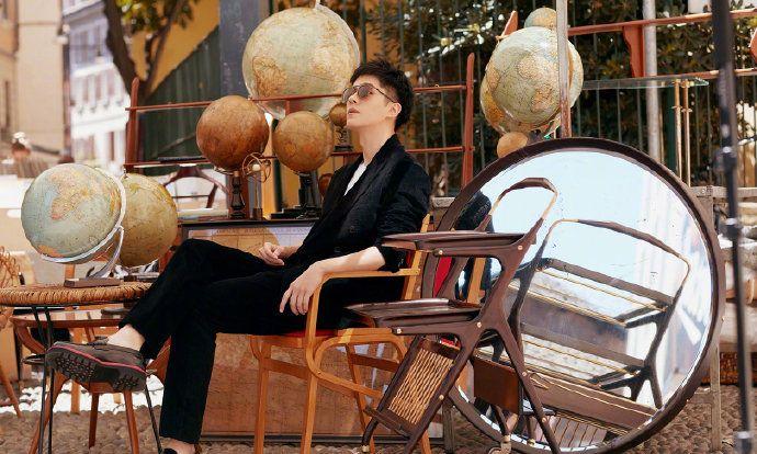 刘昊然 阳光下的米兰街角,与他来一场浪漫邂逅