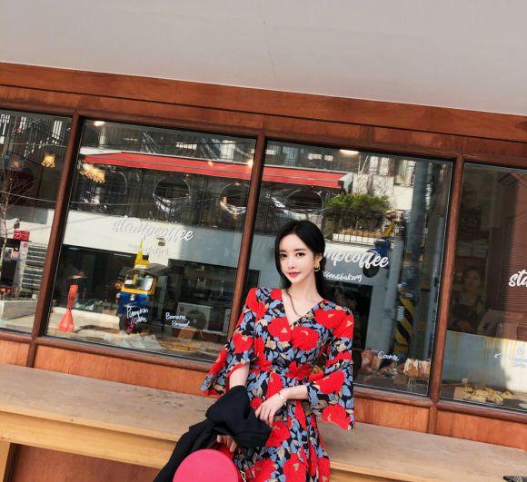 韩国美女模特孙允珠高清美图:红玫瑰浪漫巴黎哥特洋裙