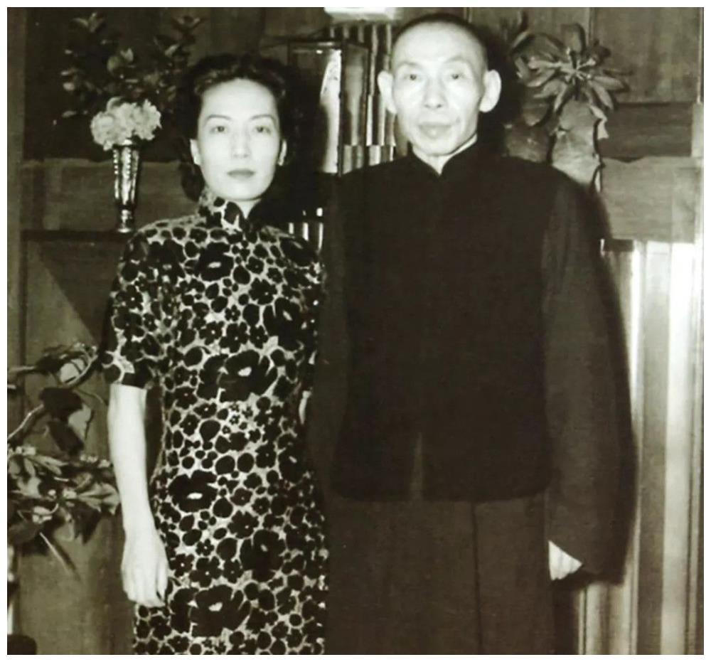 八百壮士与日军血战,杜月笙全力支持,他送给谢晋元20万张大饼