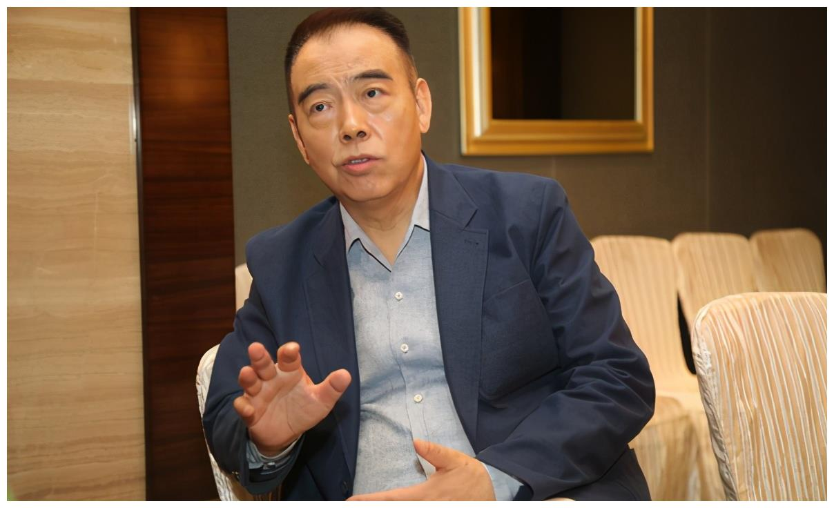 与洪晃离婚,和倪萍分手,他为何宠爱陈红23年不离不弃?