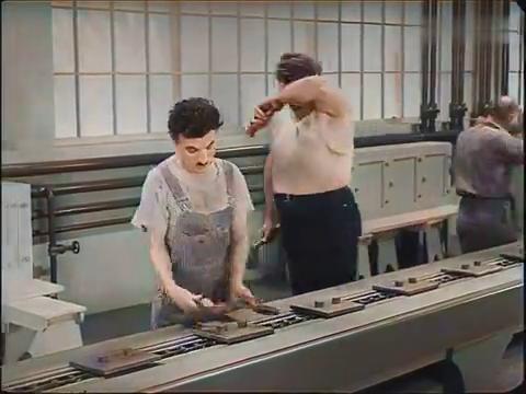 摩登年代?卓别林被老板压榨,拿他做实验,极度幽默的一部做品!