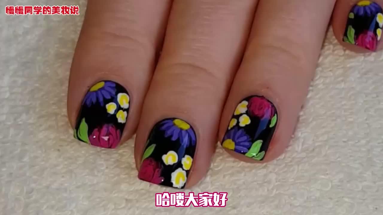 超有感觉的花卉美甲来啦在黑色背景上画小花也太好看了吧