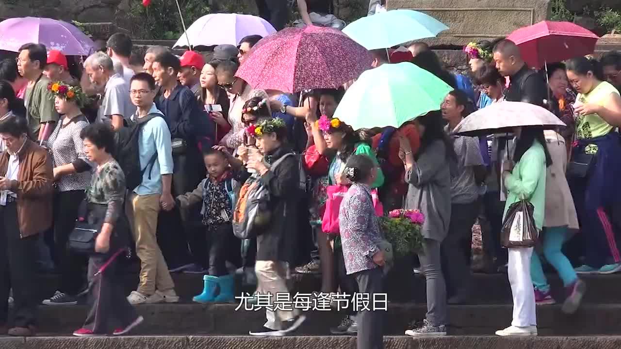 英国游客组团游中国,一出机场却急了,电视里的中国都是假的