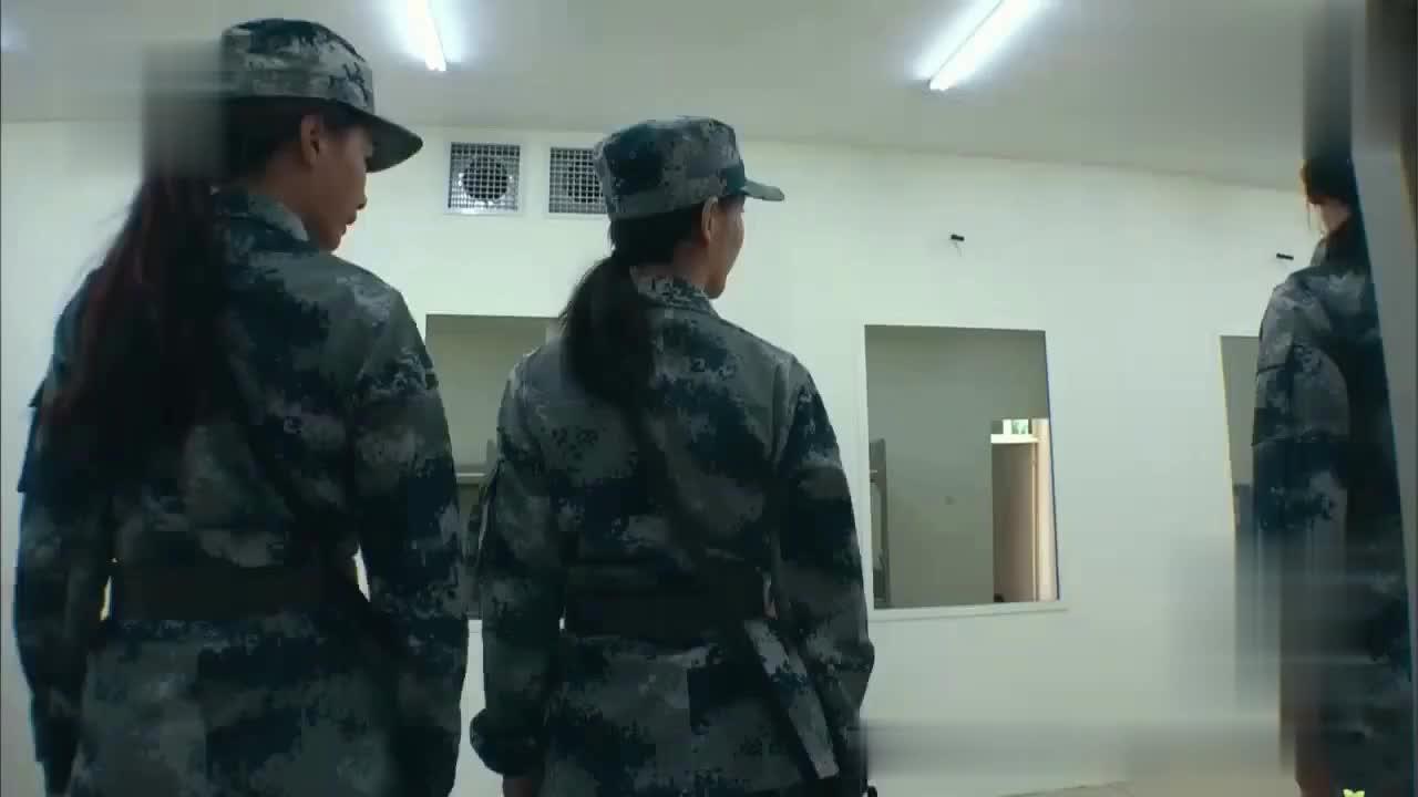 班长问为什么队伍中间留一个空,佟丽娅的回应真的让人跪了