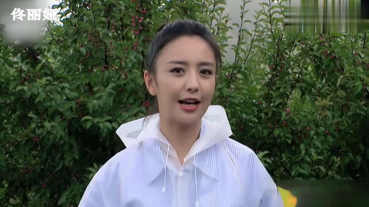 央视高清镜头下的女星,赵薇脸部下垂显老态,佟丽娅却像自带滤镜