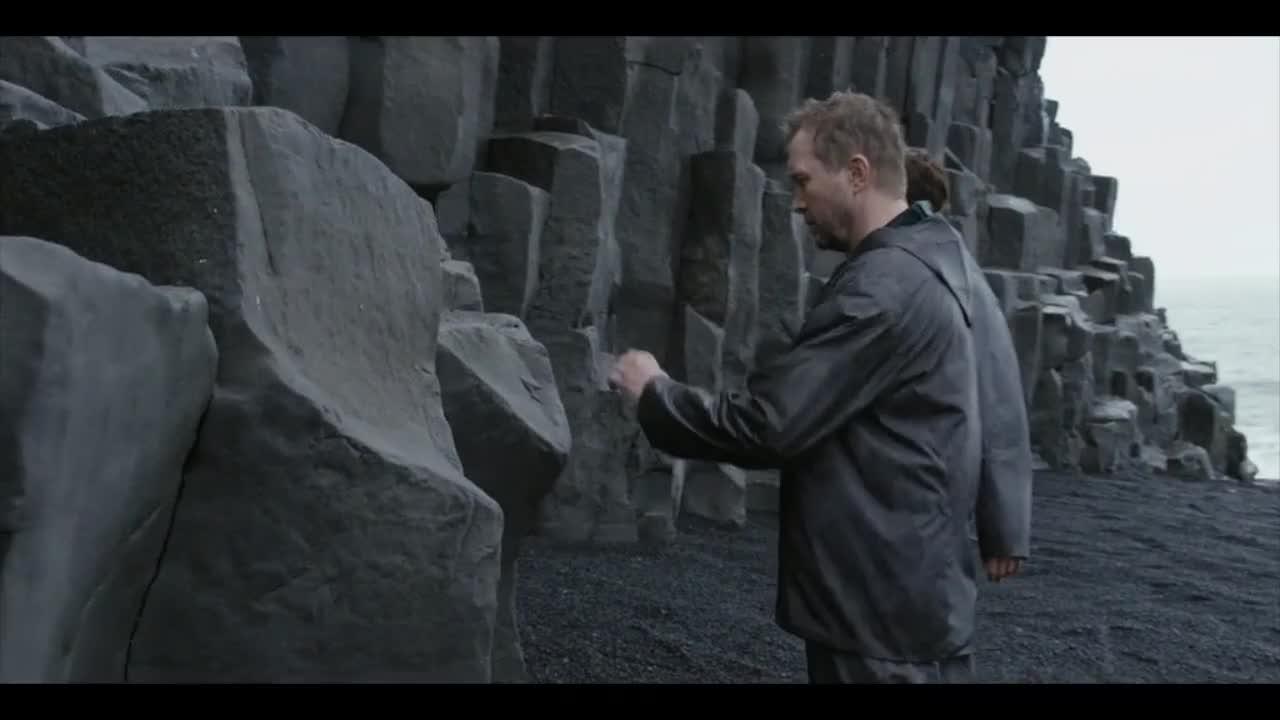 科幻片:硬核芝麻开门,石头山里隐藏星际飞行器