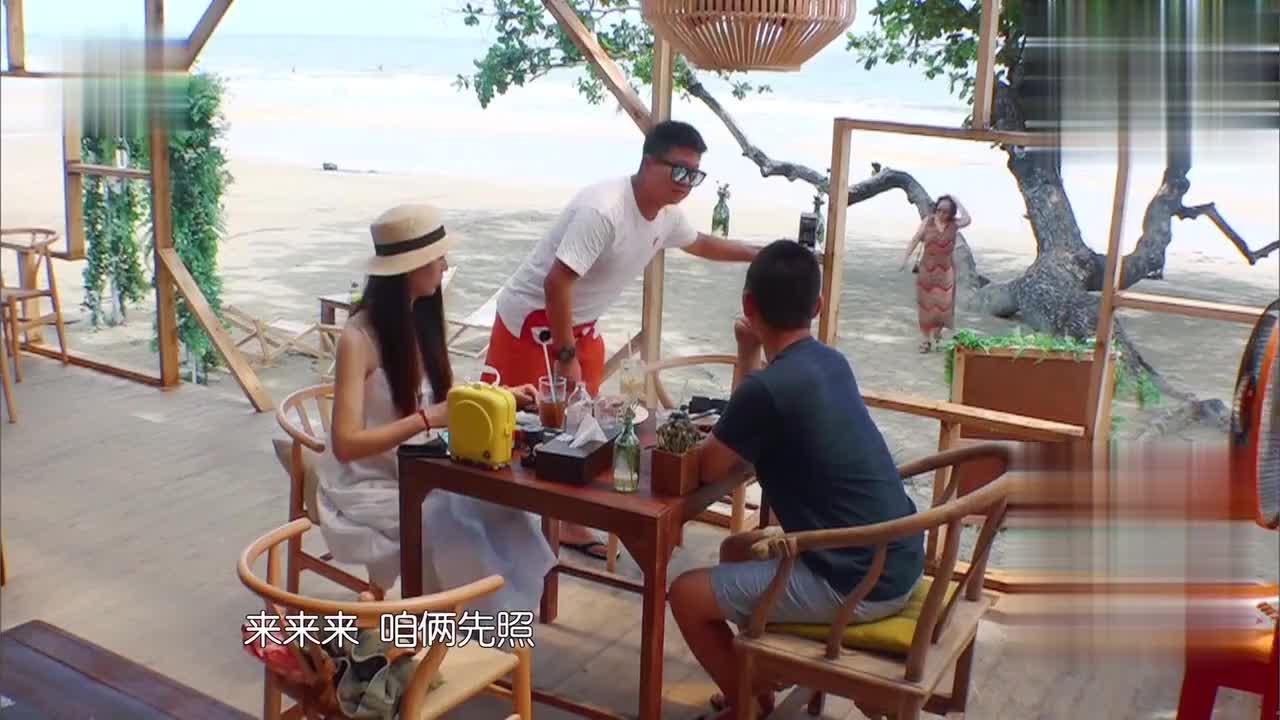 黄晓明教老外用筷子,赵薇遇新婚夫妇狂打折:我们很八卦的