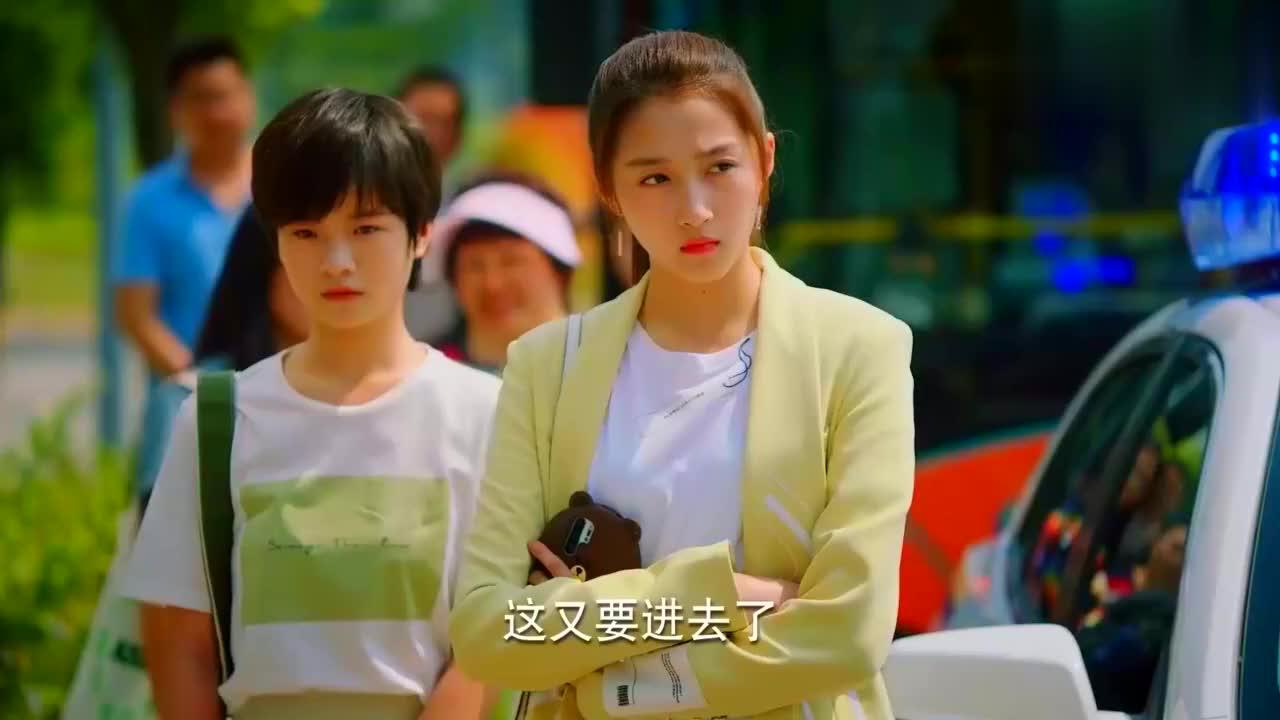 二十不惑:关晓彤为当网红卖室友,上演姐妹塑料情,太真实了吧!