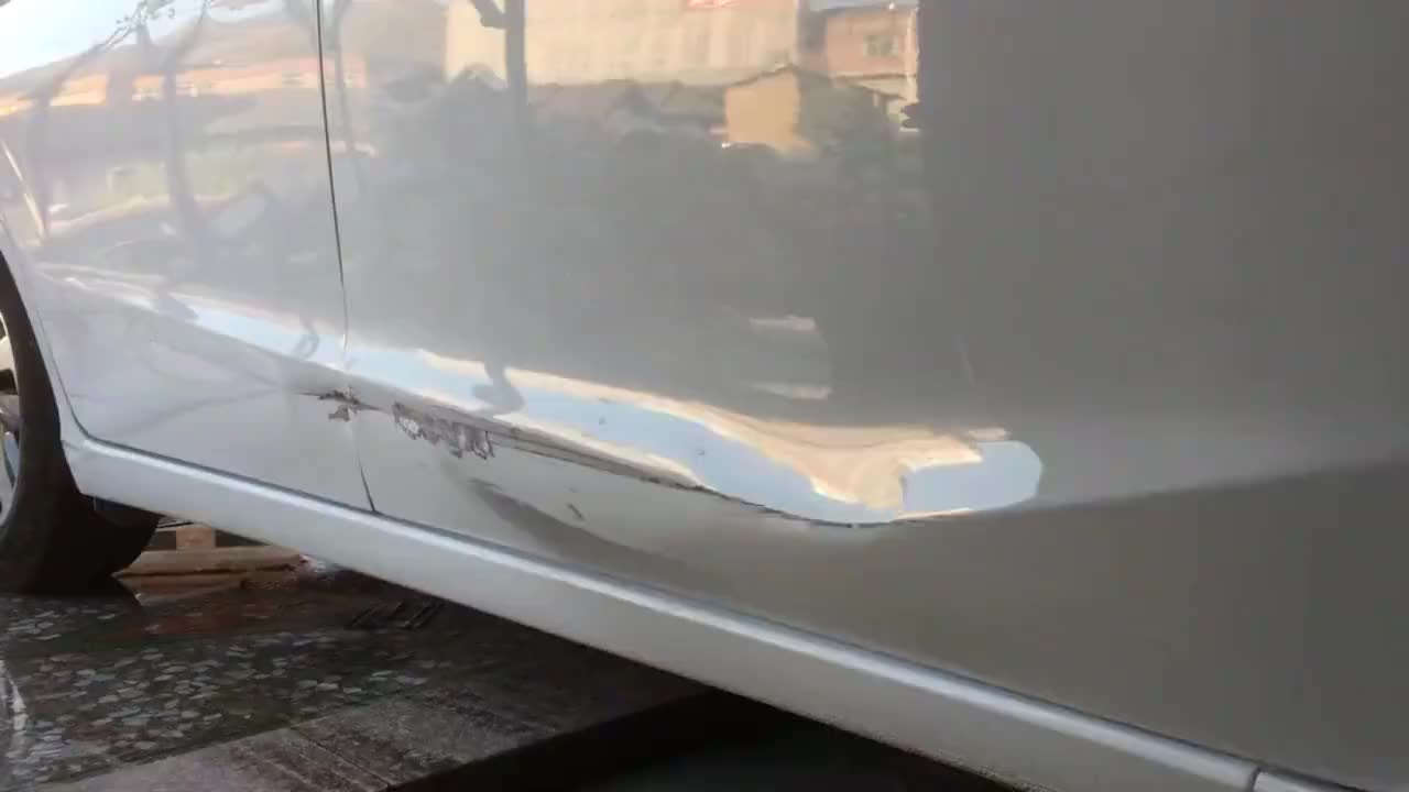 视频:本田凌派提车不到半年就撞了,车门钣金修复,看我干活心刀如刀割