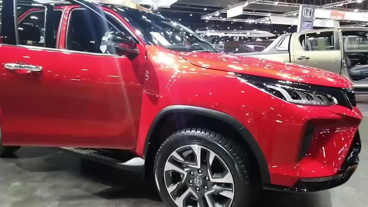 重磅新车,2021款丰田奔跑者亮相车展,外形真不赖,关键是售价