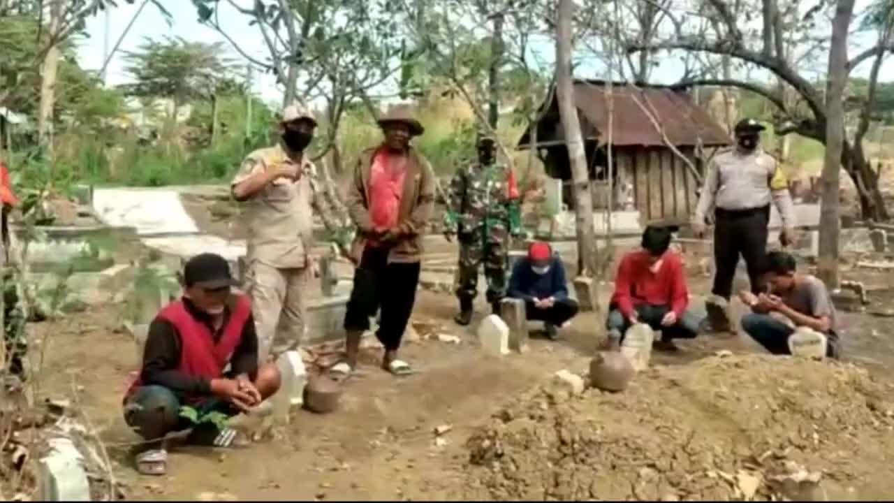 替新冠病死者挖坟墓 印尼惩罚拒戴口罩者施新招