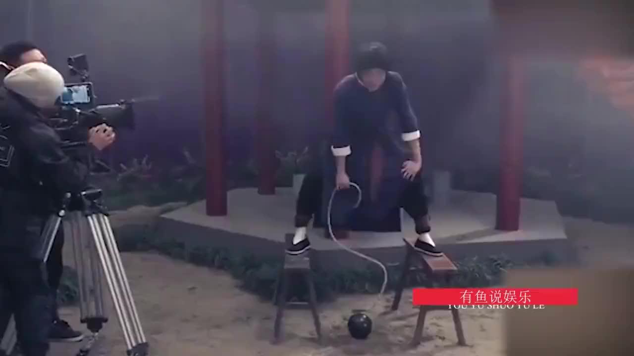 华晨宇拍摄节目短片频频NG,吐槽姿势像便秘太搞笑,还是花花范