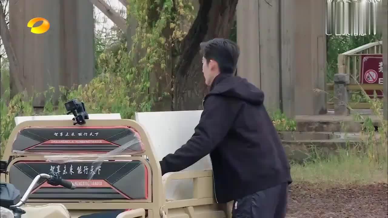张翰按照计划摆东西,吴磊指手画脚,真是站着说话不腰疼!