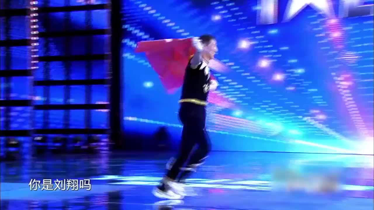 中国达人秀:大爷身披横幅,赵薇调侃这是刘翔吗?