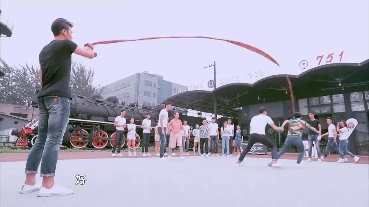 欧阳娜娜跳绳出意外被踩伤,结果出人意料,杨钰莹吓坏了