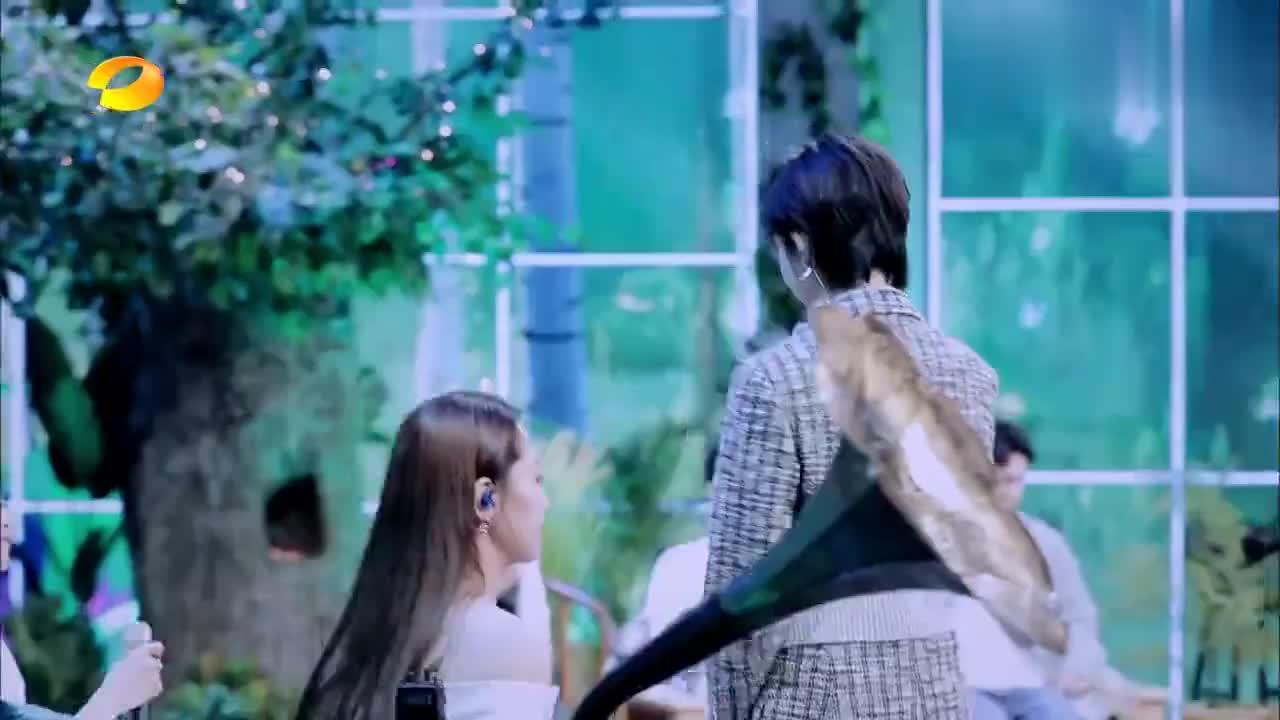 郁可唯演唱《宁夏》,观众一看不是梁静茹,喊滚下去,汪涵惊了!