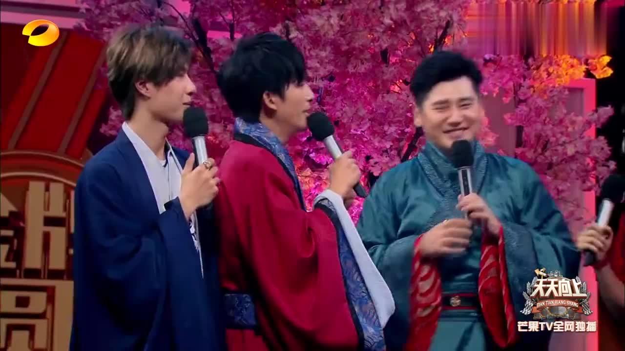 国家运动员看王一博跳舞视频解压,赞大张伟长得精致,太可爱了!