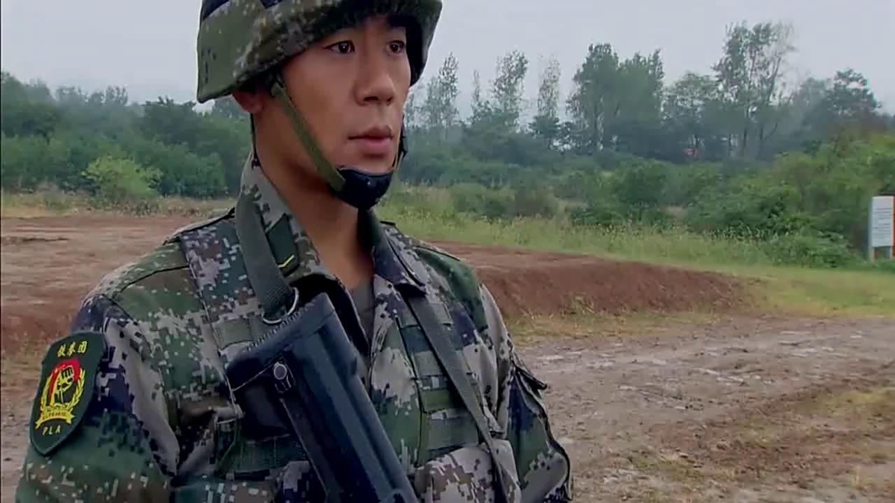 特种兵王艳兵95步枪出神入化,连老兵都自叹不服,太给力了!