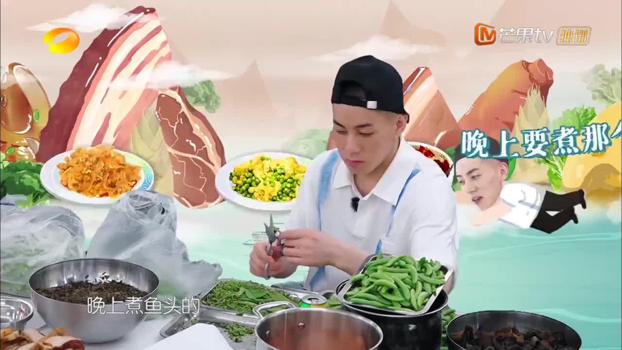 中餐厅4:张亮煎肥肉,不料热油突然溅出来,意外造成演播事故!