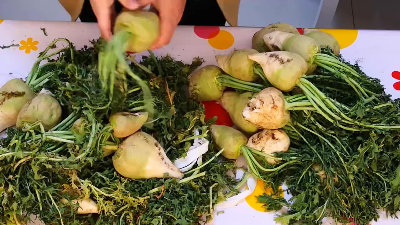 教你在家腌芥菜疙瘩,一次买20斤腌制起来,方法简单,放一年不坏