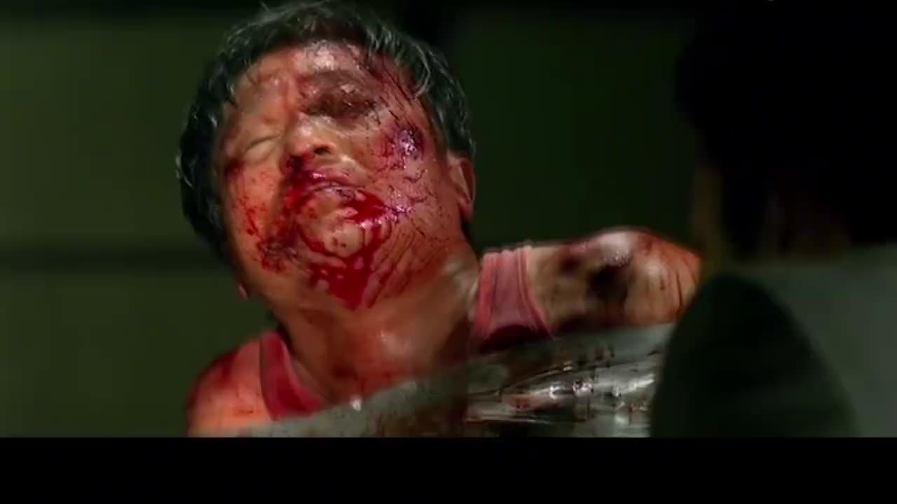 新世界:韩国犯罪片,黑帮大佬果然残忍至极,砍断一条手不在话下