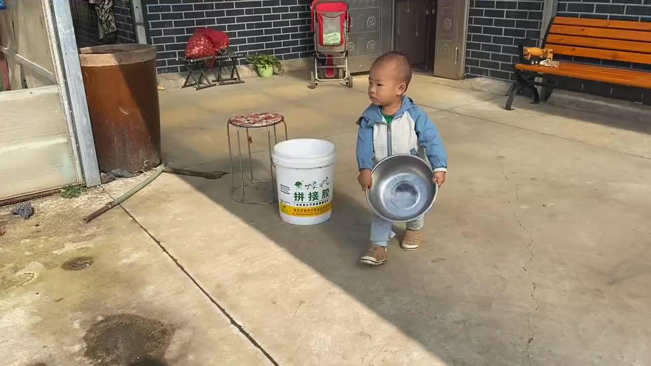 弟弟睡觉哥哥上学,难得吃顿消停饭,秋收辛苦改善伙食吃火锅!